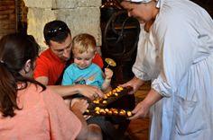 Distribution de madeleine au château de la Ferté St Aubin .