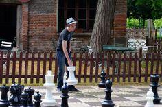 Partie d'échecs géant dans le parc du château de la Ferté St Aubin.