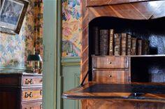 Détails du bureau de la chambre Lowendal du Château de la Ferté St Aubin.