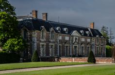 Pavillon de l'Orangerie vue du château de la Ferté St Aubin.